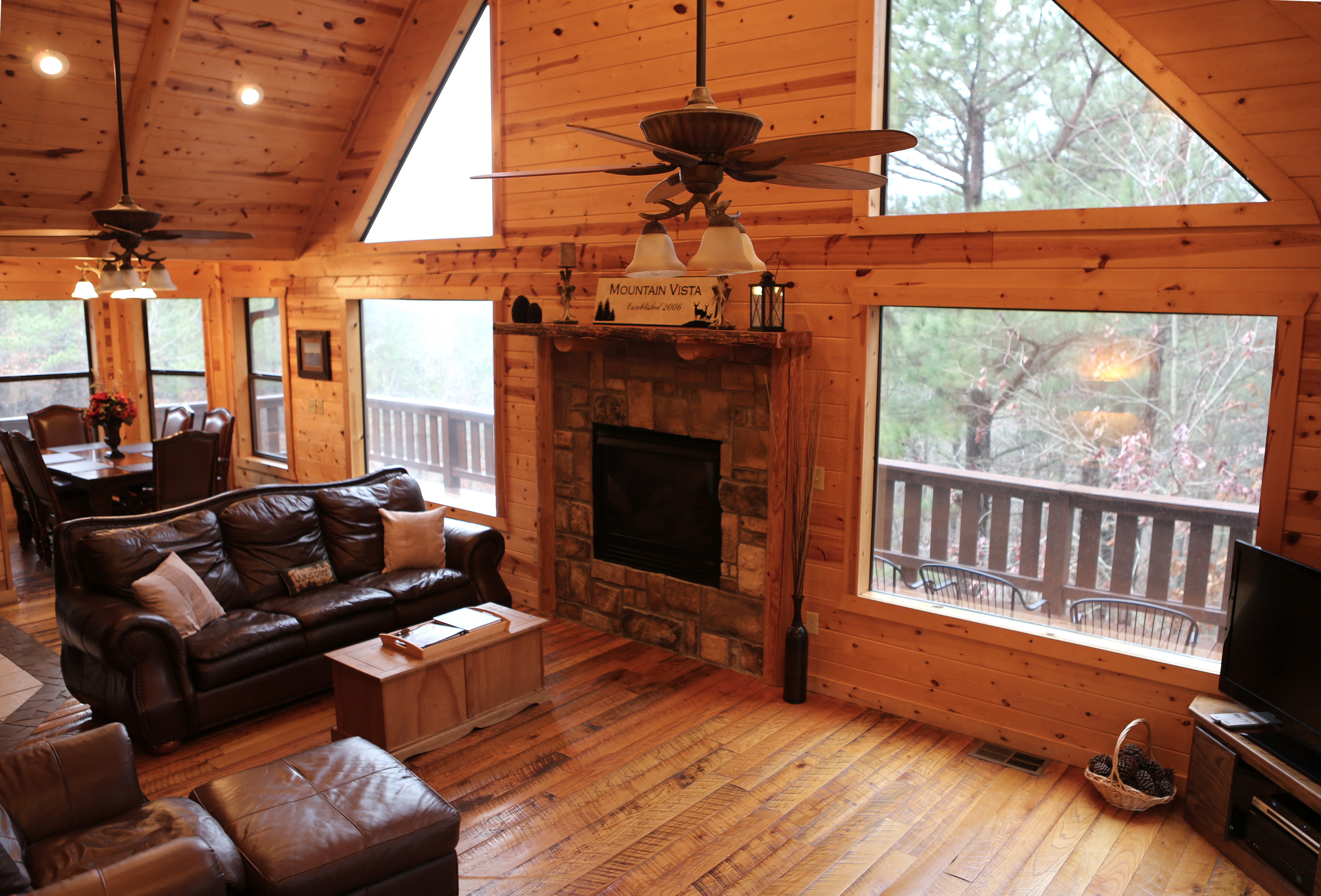 Luxury travel archives beavers bend vacations broken bow for Small luxury cabin